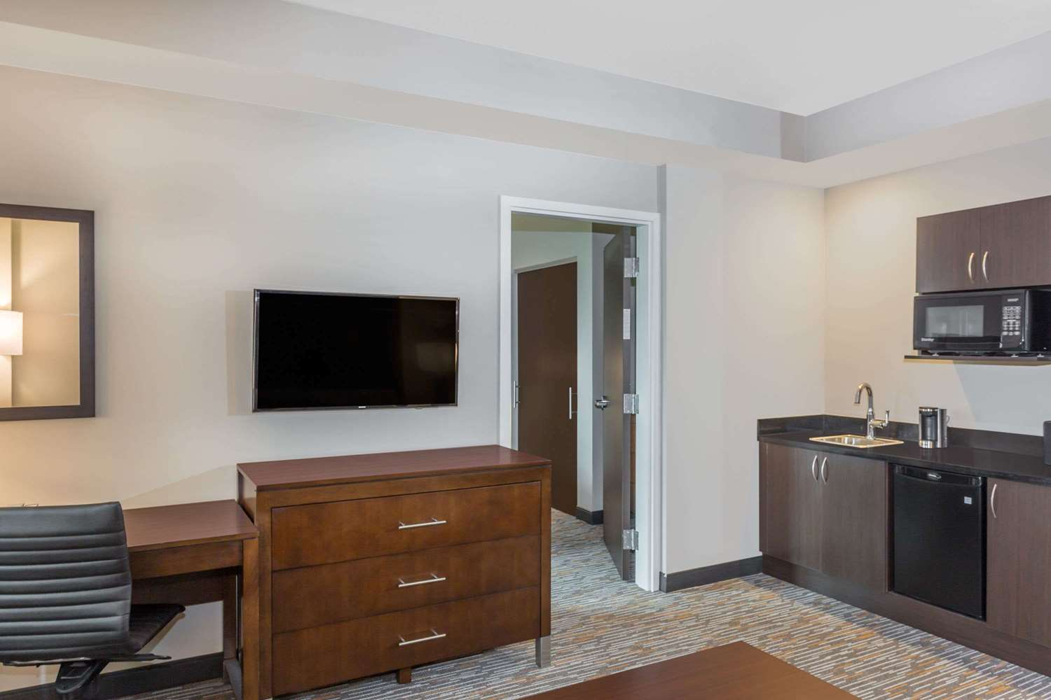 Suite - Wingate by Wyndham Hotel Miami Airport Doral