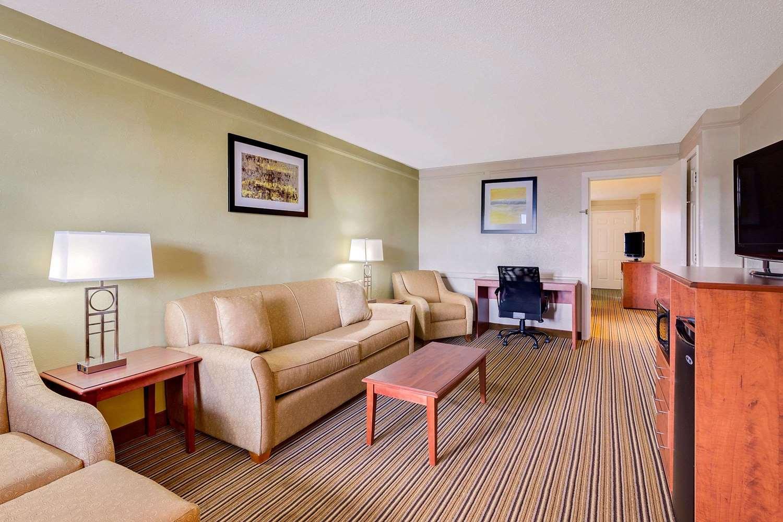 Suite - Baymont Inn & Suites Orange Park Jacksonville