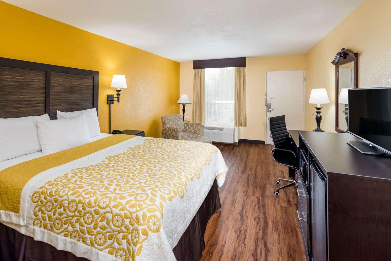 Room - Days Inn Madison