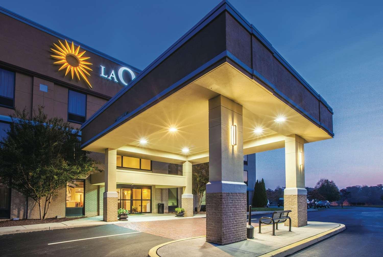 Exterior view - La Quinta Inn & Suites Mechanicsburg