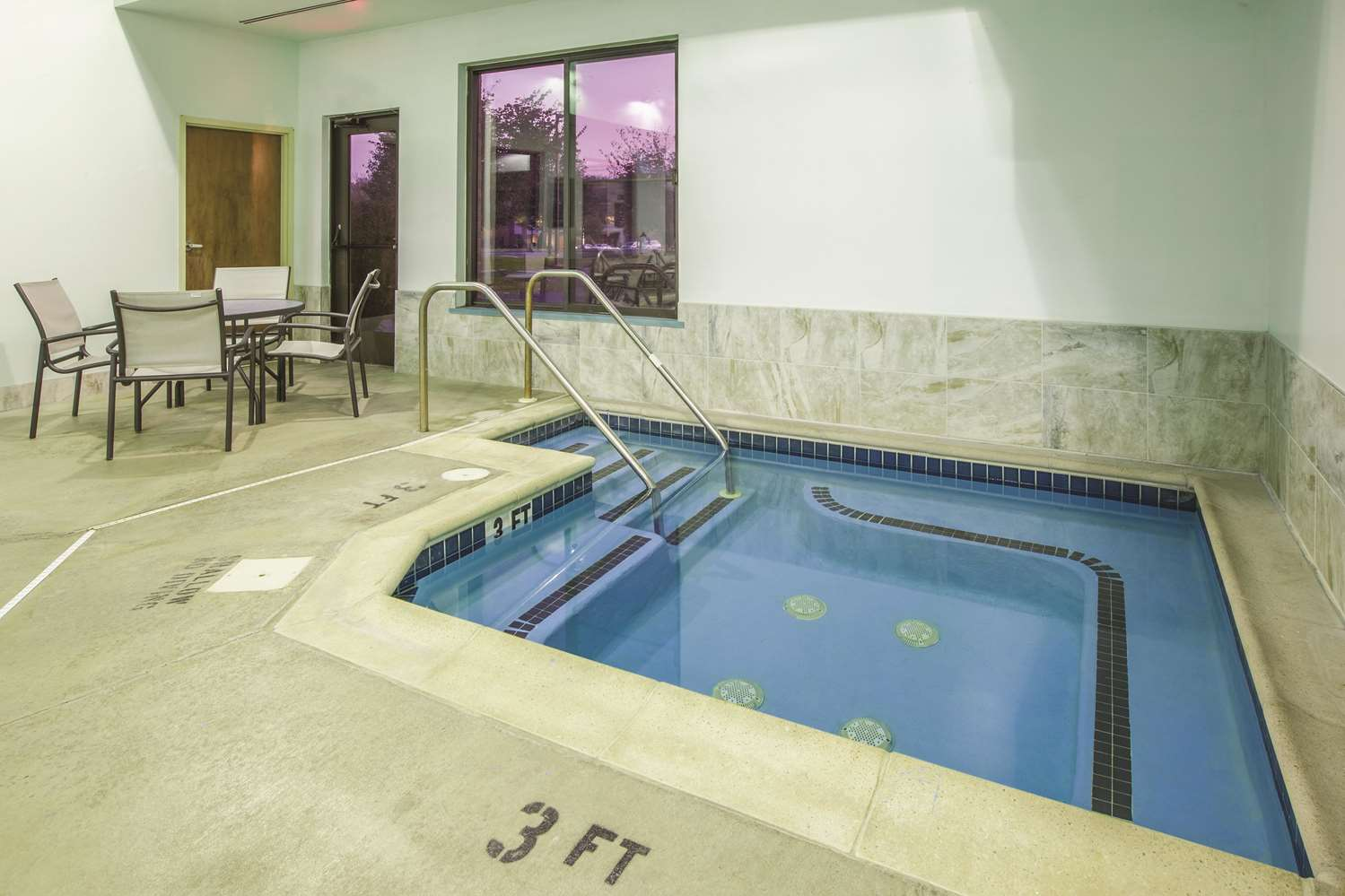 Pool - La Quinta Inn & Suites Mechanicsburg