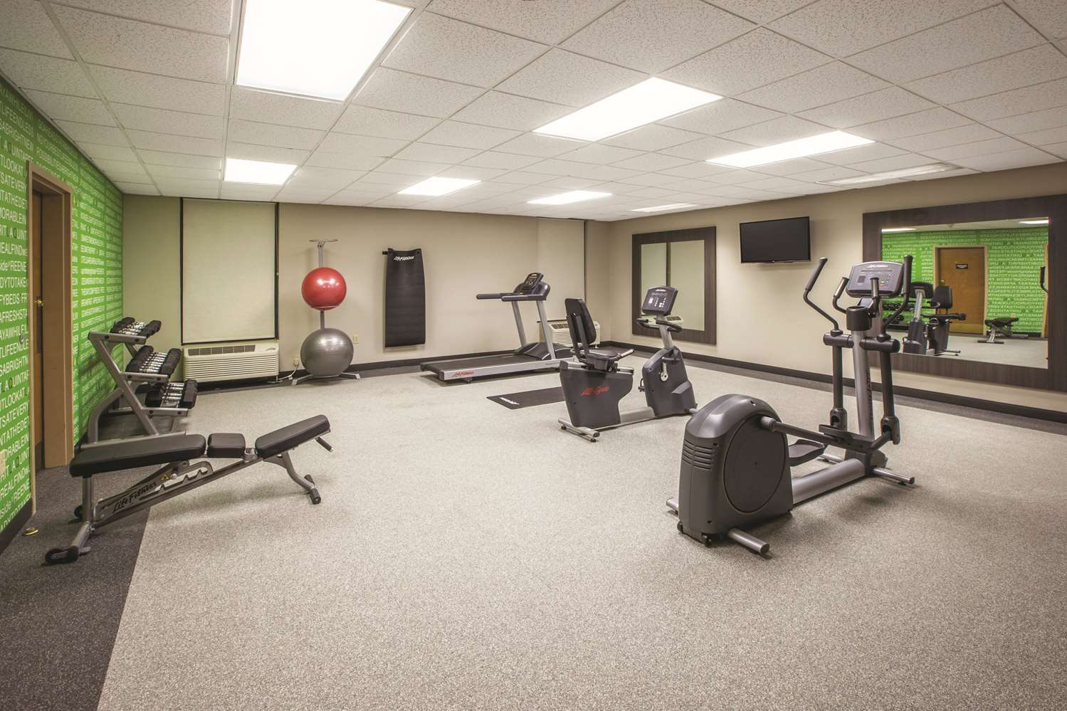 Fitness/ Exercise Room - La Quinta Inn & Suites Mechanicsburg