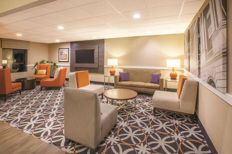 Lobby - La Quinta Inn & Suites Mechanicsburg