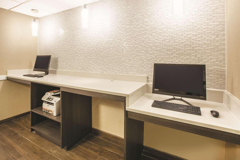 Conference Area - La Quinta Inn & Suites Mechanicsburg