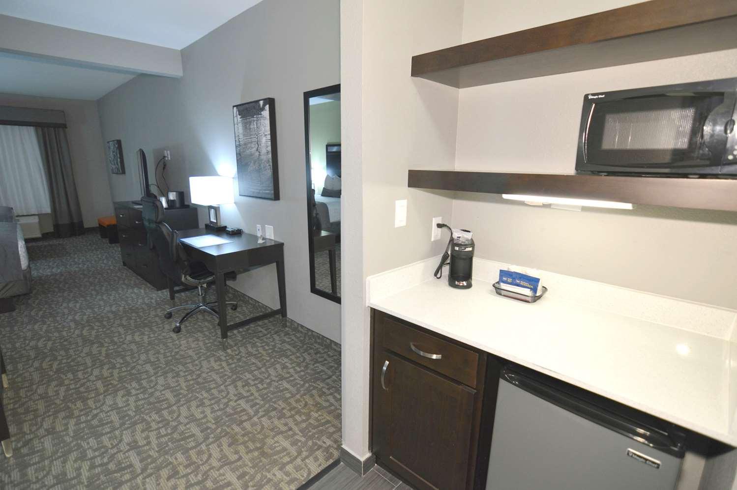 Suite - Best Western Plus Bay City Inn