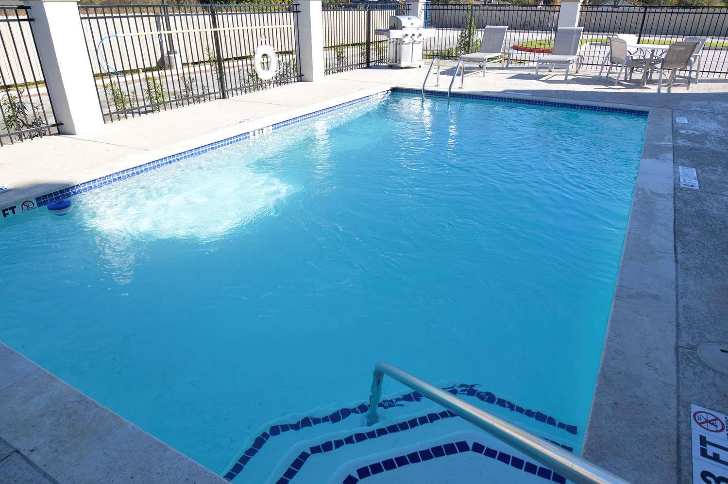 Pool - Best Western Plus Bay City Inn