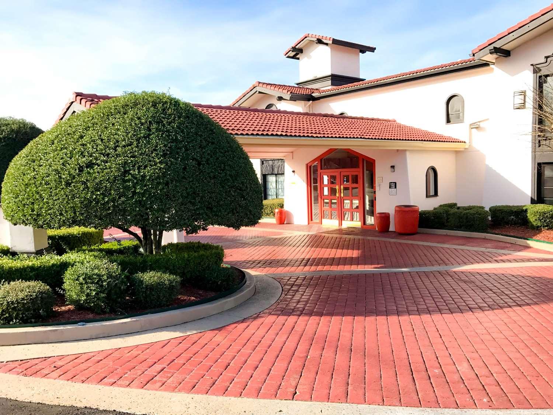 Exterior view - Americas Best Value Inn West Medical Center Little Rock