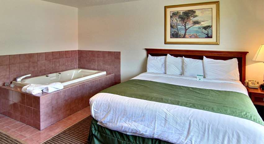 Suite - Days Inn & Suites Traverse City
