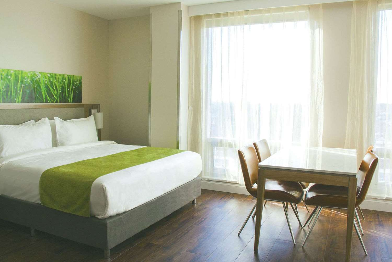 Room - Wyndham Garden Hotel Flushing