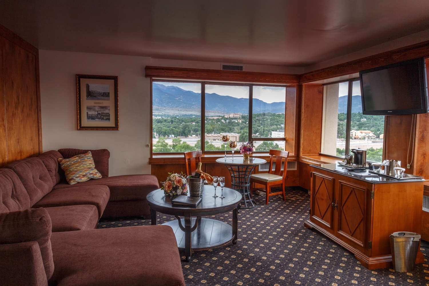 Suite - Antlers Hotel Colorado Springs