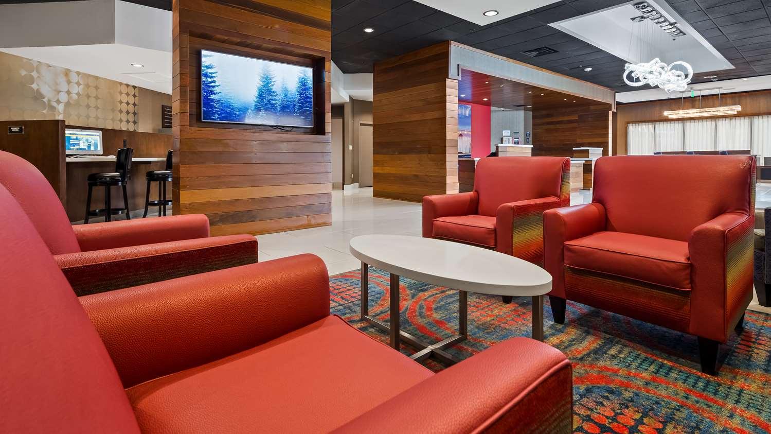 Lobby - Best Western Premier Milwaukee Brookfield Hotel & Suites