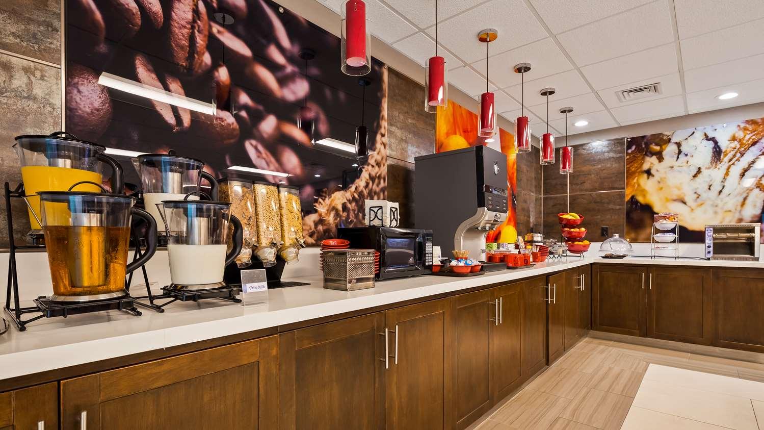 Restaurant - Best Western Premier Milwaukee Brookfield Hotel & Suites