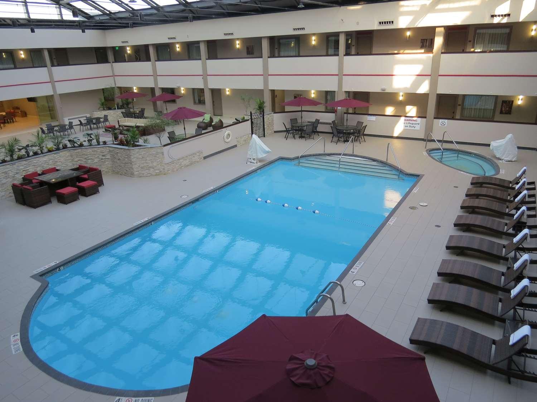 Pool - Best Western Premier Milwaukee Brookfield Hotel & Suites