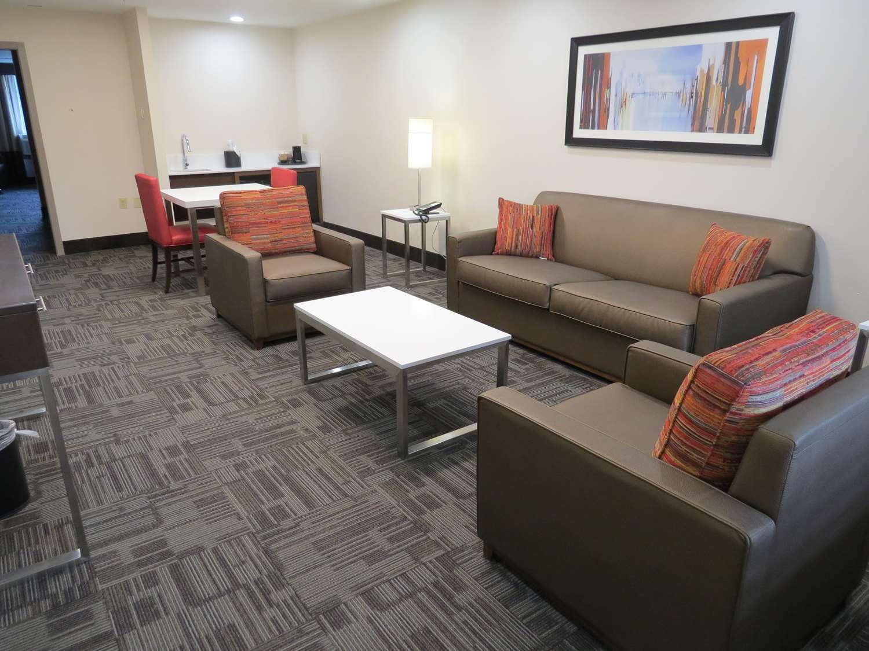 Amenities - Best Western Premier Milwaukee Brookfield Hotel & Suites