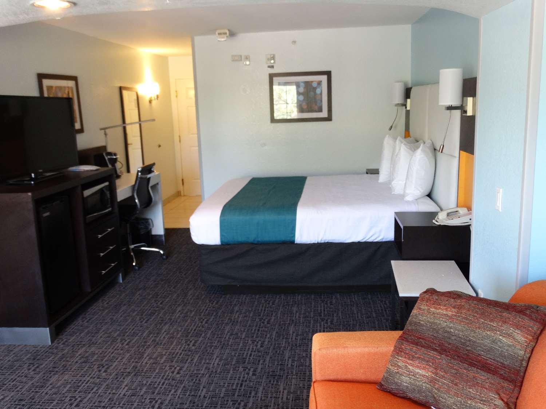 Suite - Best Western Plus Kissimmee-Lake Buena Vista South Inn & Suites
