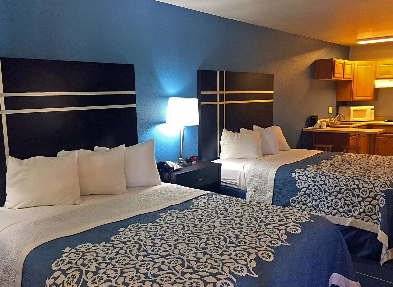 Suite - Americas Best Value Inn Bishop
