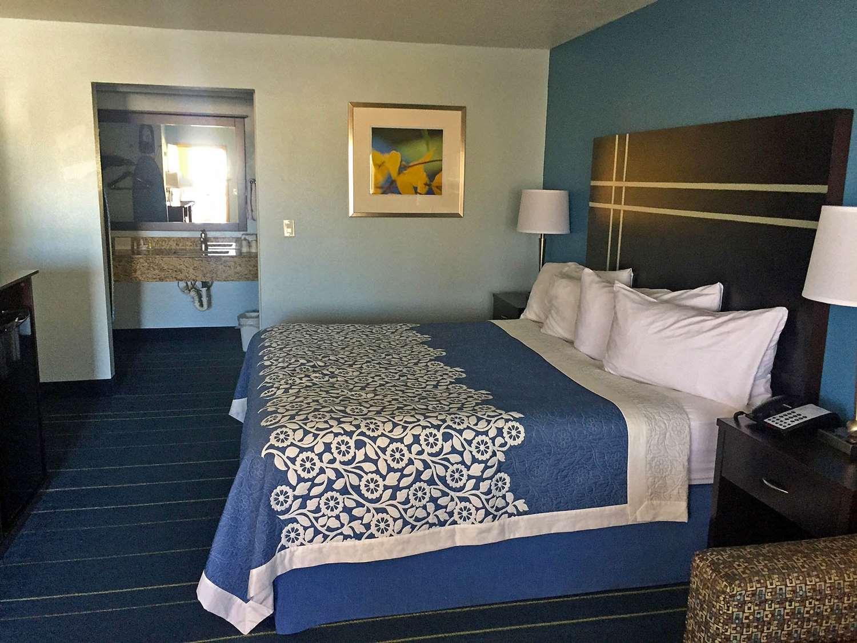 Room - Americas Best Value Inn Bishop