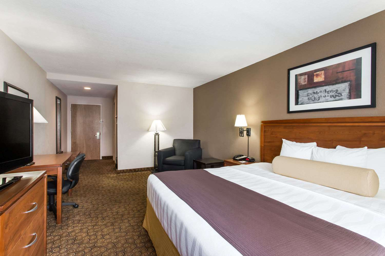 Room - Days Inn I-95 Fort Pierce