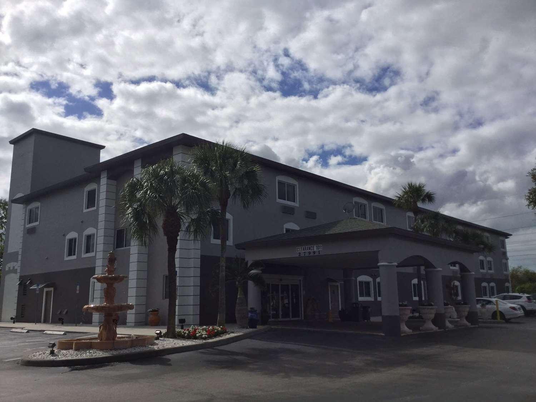 Exterior view - Days Inn & Suites Bonita Springs