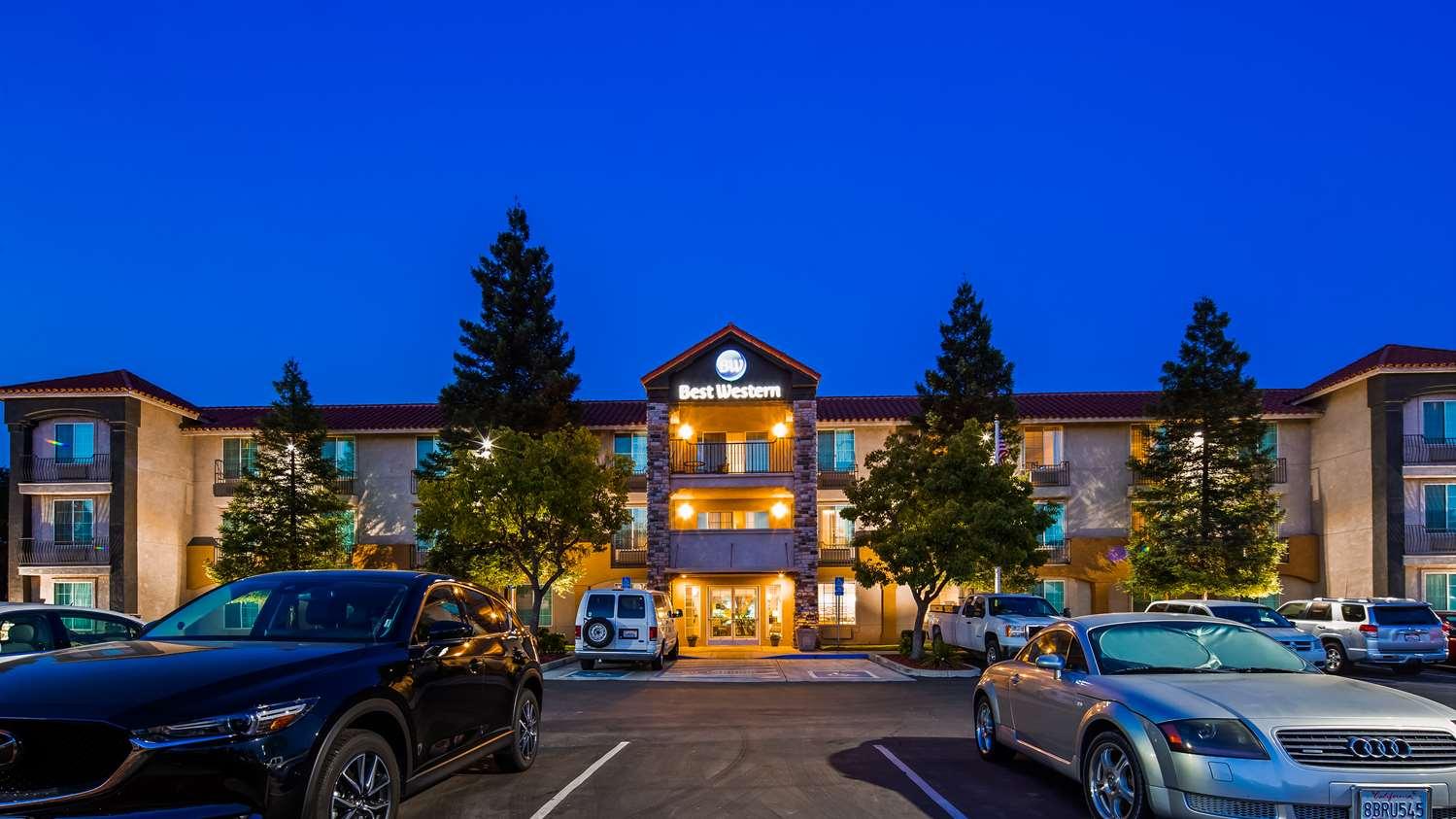 Exterior view - Best Western Visalia Hotel