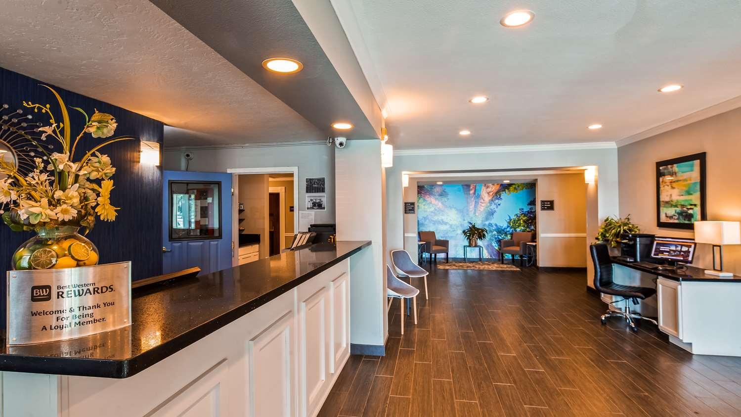 Lobby - Best Western Visalia Hotel