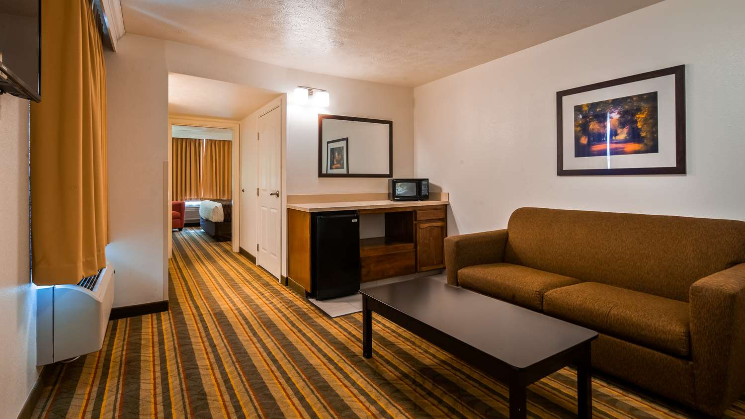 Room - Best Western Visalia Hotel