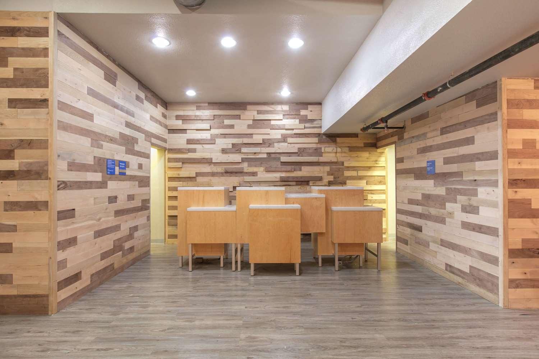 Lobby - TRYP by Wyndham Hotel College Station