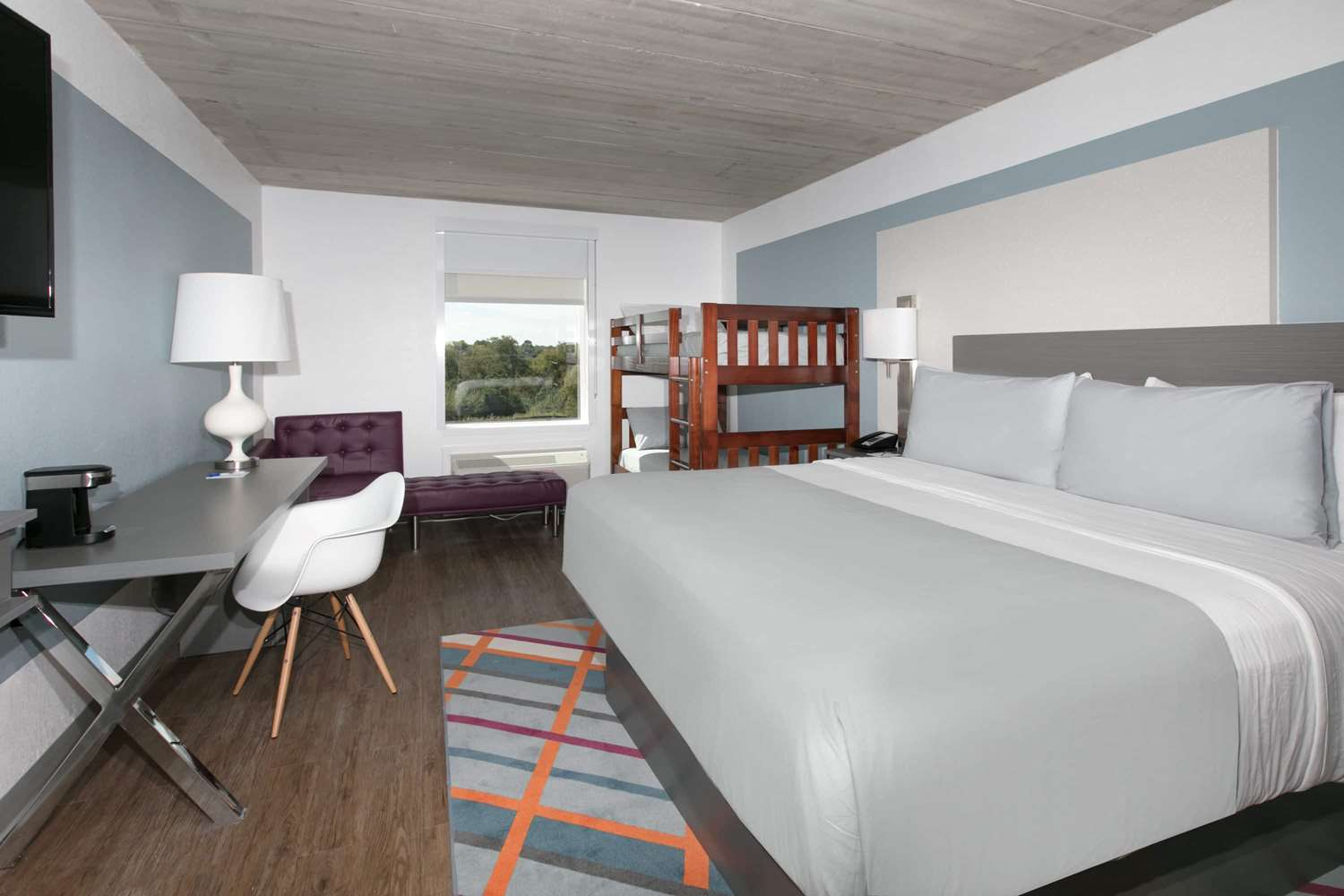 Suite - TRYP by Wyndham Hotel College Station