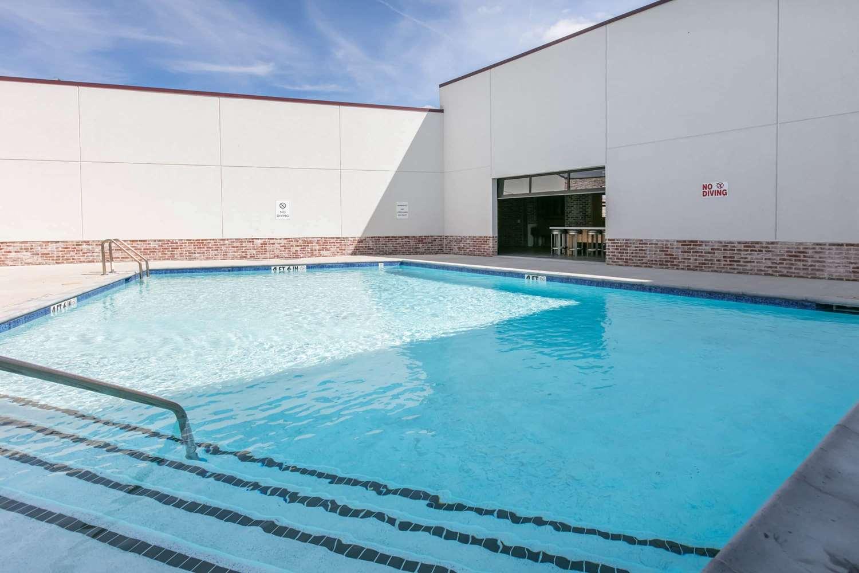 Pool - TRYP by Wyndham Hotel College Station