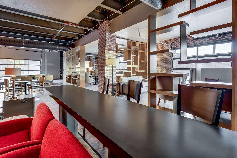 Bar - TRYP by Wyndham Hotel College Station