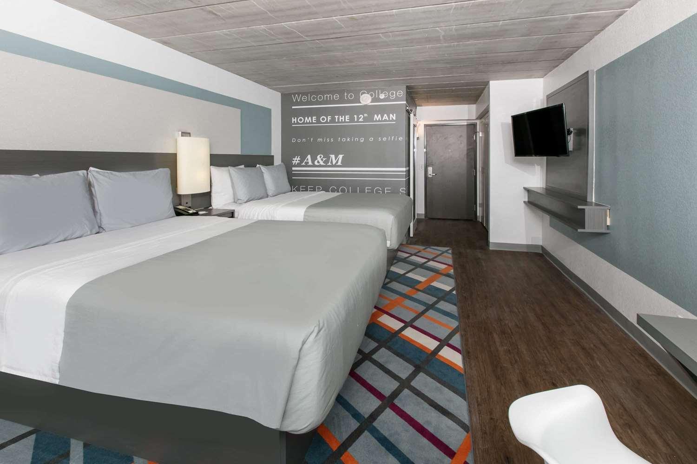 Room - TRYP by Wyndham Hotel College Station