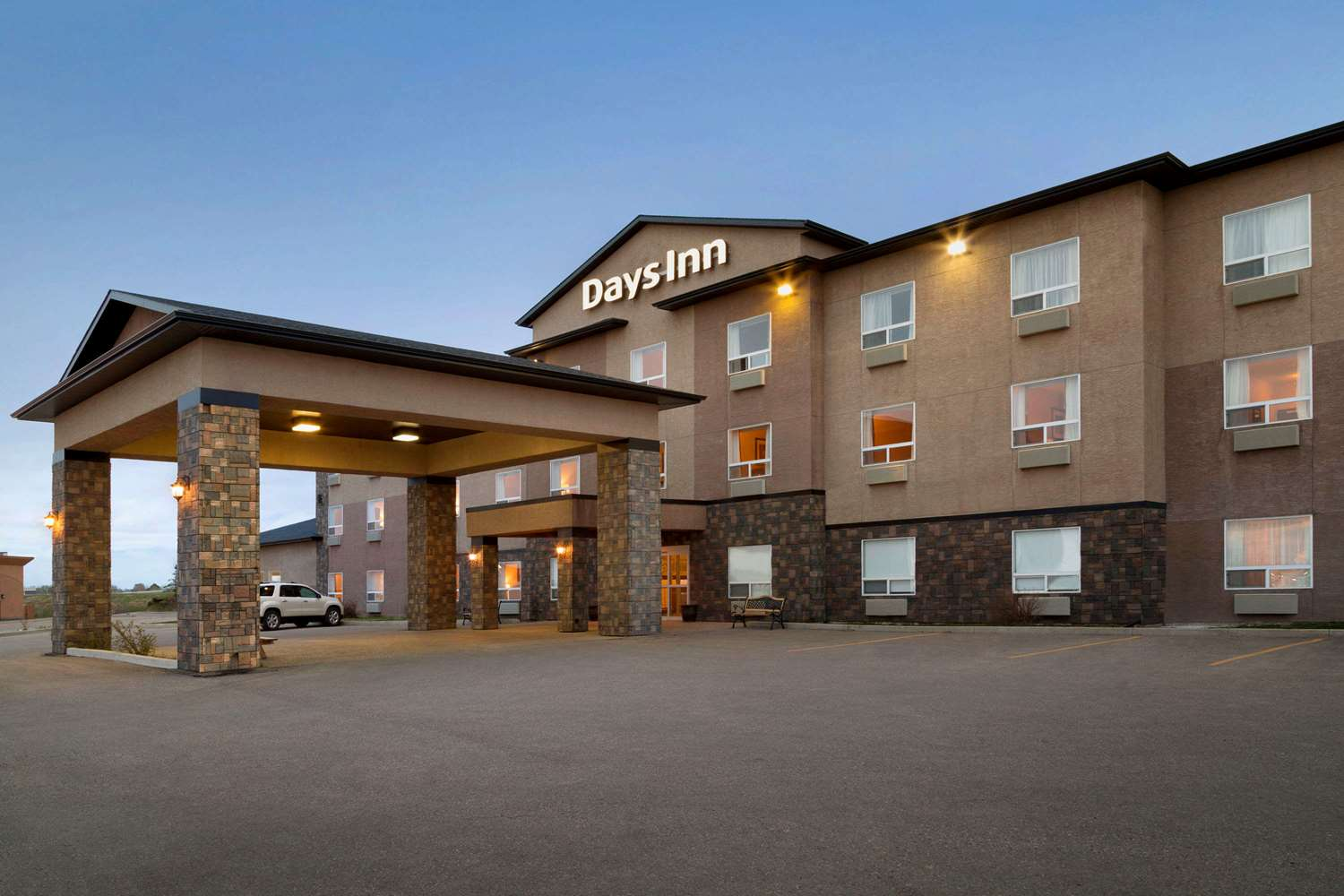Exterior view - Days Hotel Innisfail