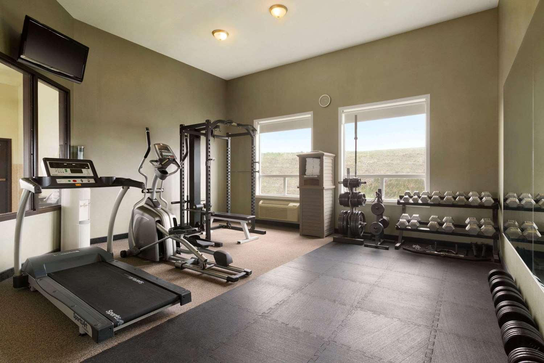 Fitness/ Exercise Room - Days Hotel Innisfail