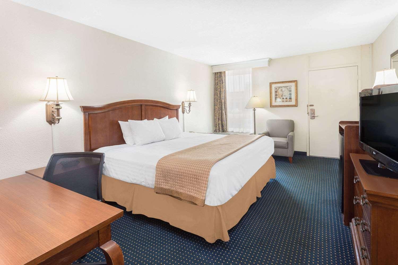 Room - Baymont Inn & Suites Battleboro