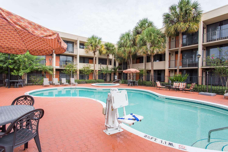 Pool - Days Inn Suites Airport Orlando