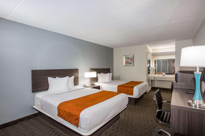 Room - Days Inn Suites Airport Orlando