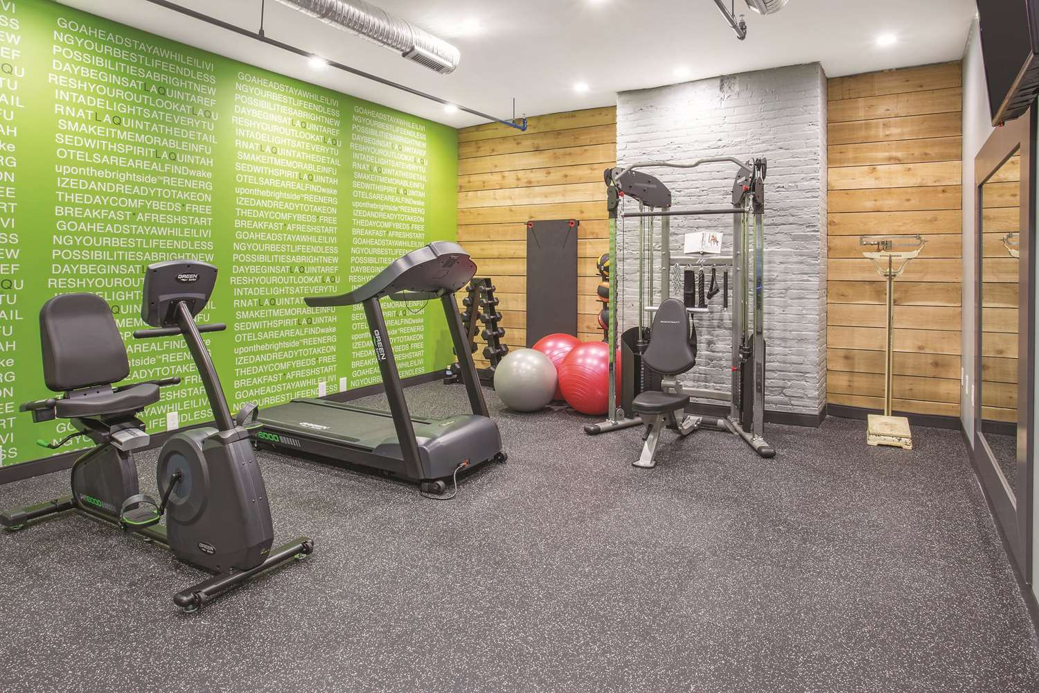 Fitness/ Exercise Room - La Quinta Inn & Suites Downtown Baltimore