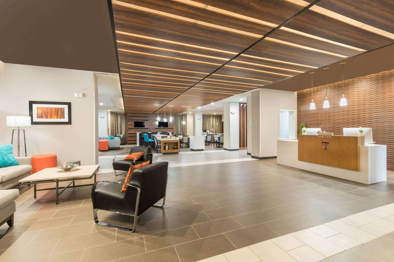 Lobby - Wingate by Wyndham Hotel Lubbock