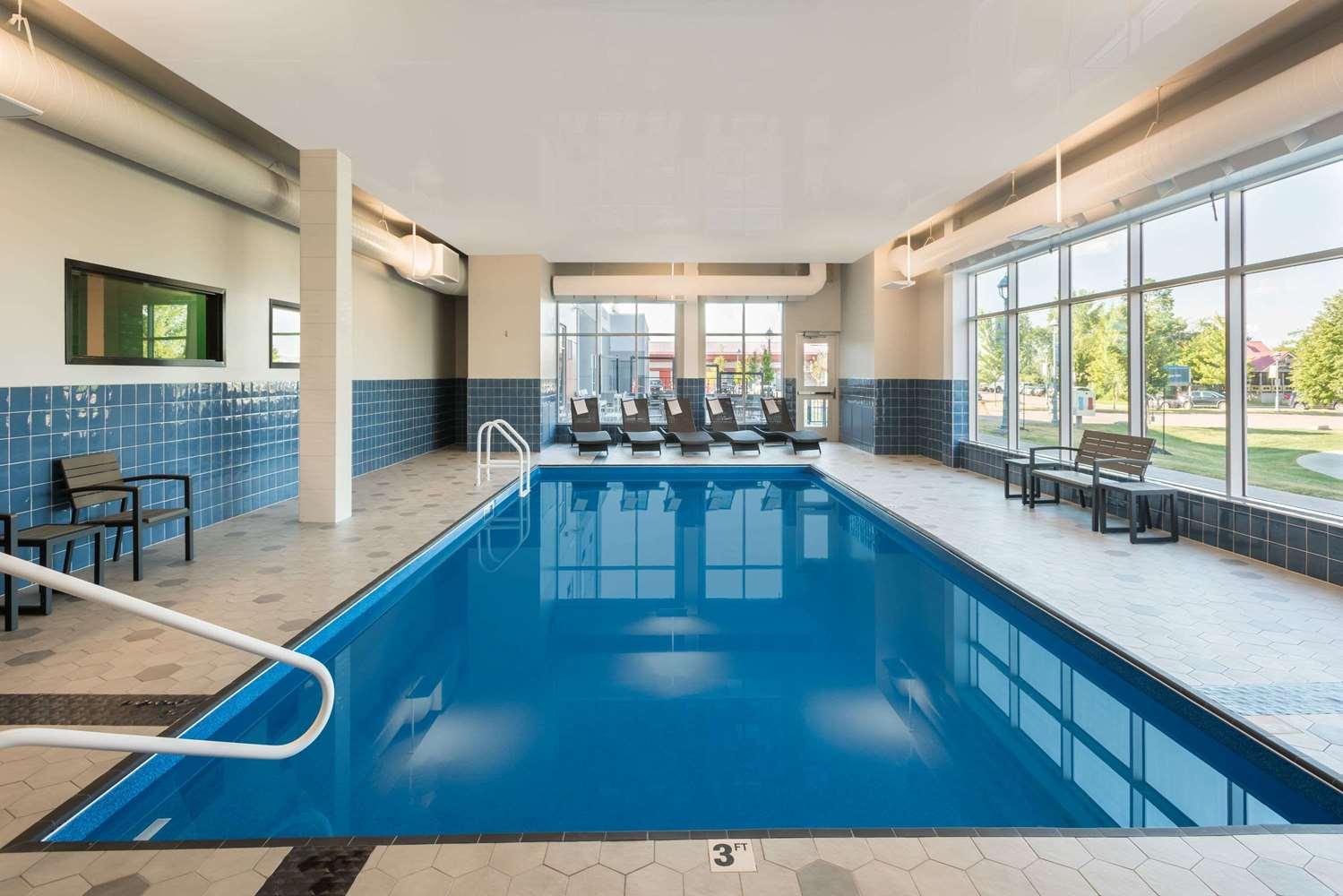 Pool - Wingate by Wyndham Hotel Dieppe
