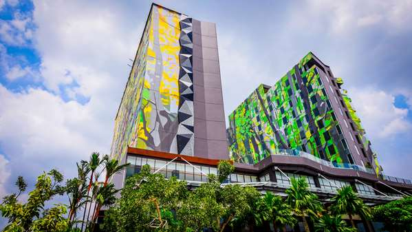 View of the hotel Pekanbaru GOLDEN TULIP ESSENTIAL PEKANBARU. The hotel includes the following equipment: Air condition available, Parking, Pool outdoor.