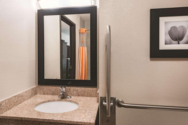 Room - La Quinta Inn & Suites Plainfield