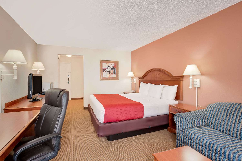 Room - Ramada Hotel Towne Center Provo