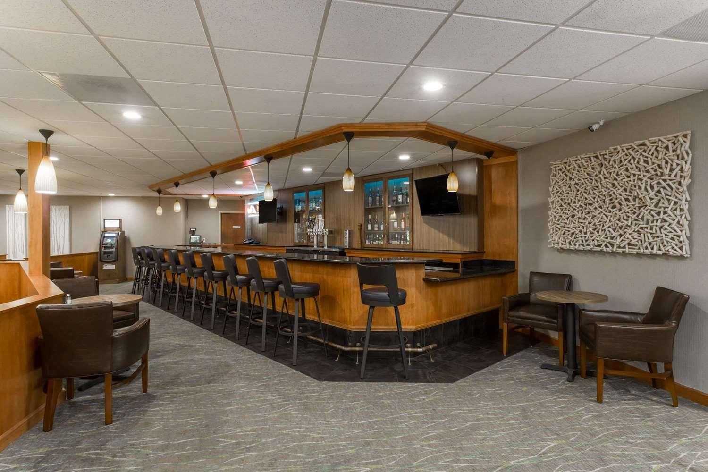 Bar - Wyndham Garden Hotel Airport Fresno