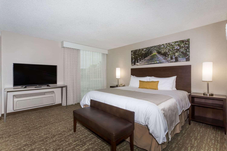 Suite - Wyndham Garden Hotel Airport Fresno