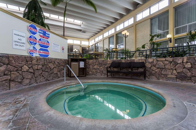 Pool - Wyndham Garden Hotel Airport Fresno