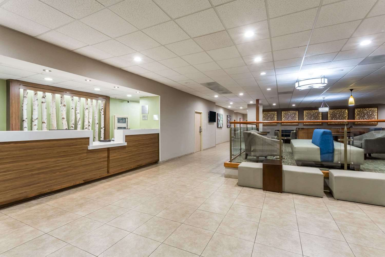 Lobby - Wyndham Garden Hotel Airport Fresno