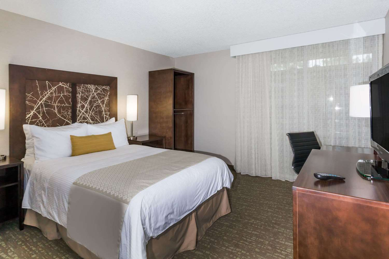 Room - Wyndham Garden Hotel Airport Fresno