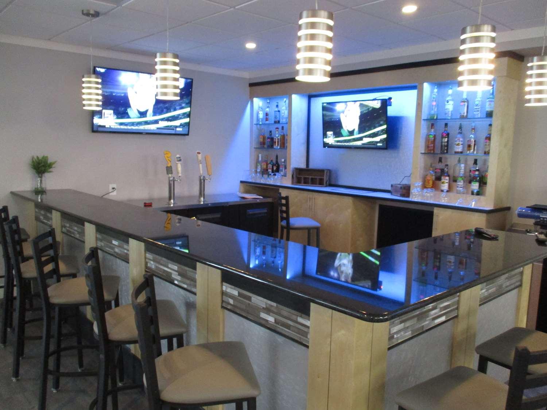 Bar - Best Western Plus University Inn Winston Salem