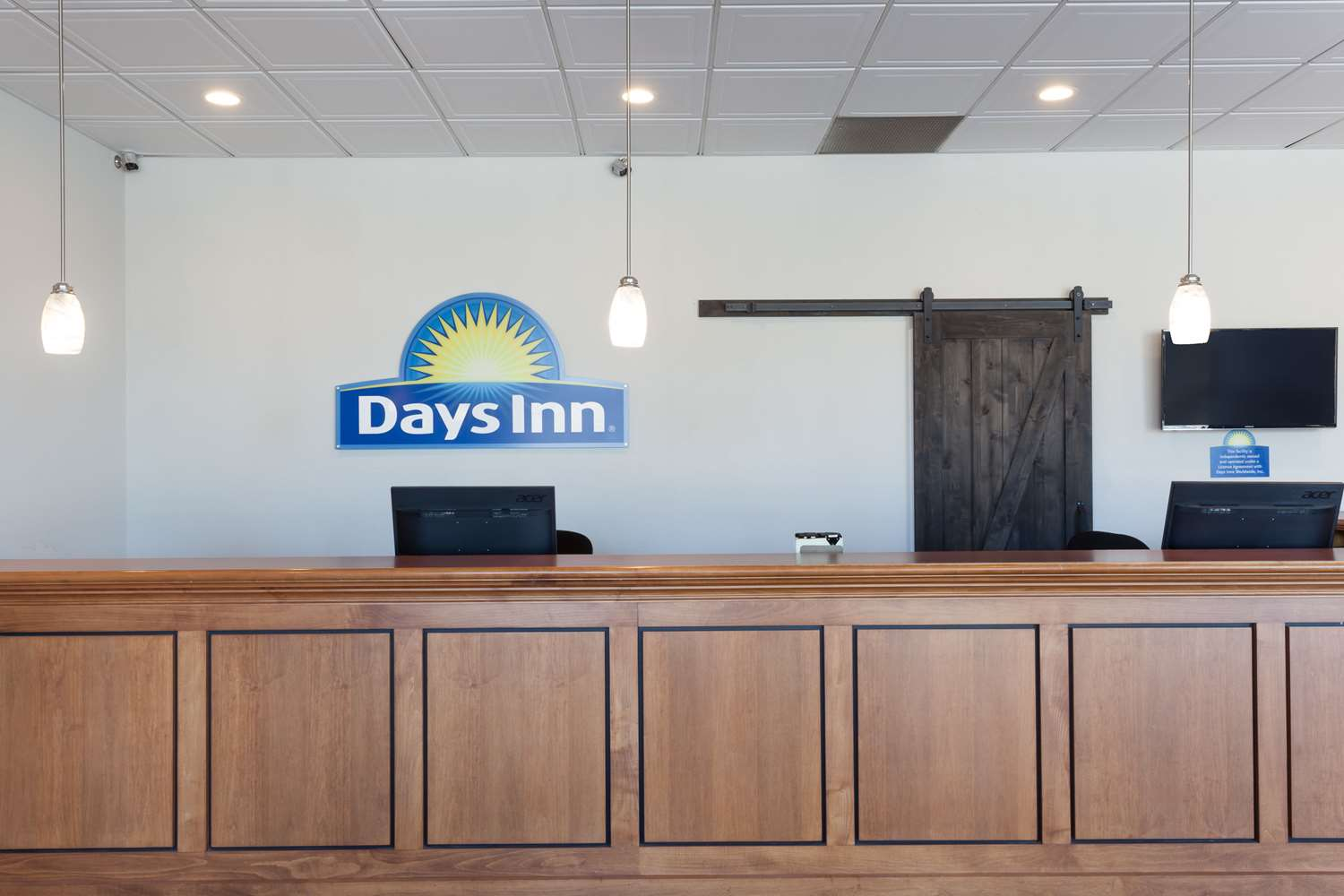 Lobby - Days Inn & Suites Amish Country Lancaster