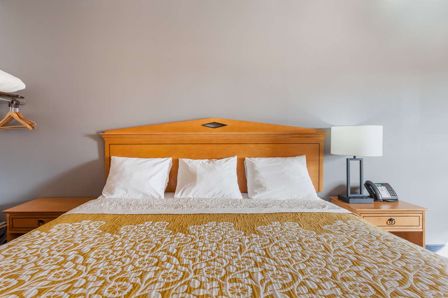 Room - Days Inn & Suites Amish Country Lancaster